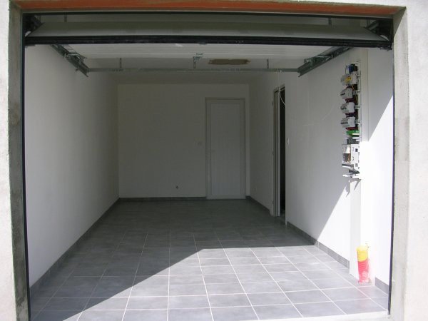 carrelage garage termin autoconstruction. Black Bedroom Furniture Sets. Home Design Ideas